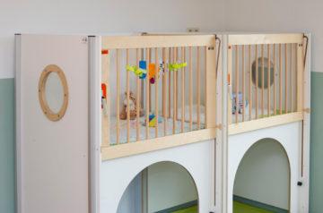 Babybedjes bij kinderdagverblijf - Up Kinderopvang aan Wethouder Fischerplantsoen in Den Haag Ypenburg