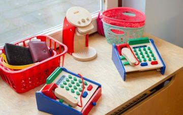 Boodschappen doen bij peuteropvang - Up Kinderopvang aan Böttgerwater - Den Haag Ypenburg