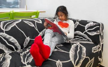 Chillen met een boek bij buitenschoolse opvang - Up Kinderopvang aan Laan van Hoornwijck In den Haag Ypenburg