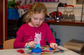 Creaties van klei bij buitenschoolse opvang - Up Kinderopvang aan de Steenuillaan in Den Haag Ypenburg