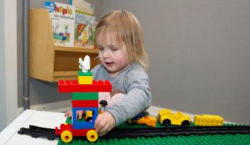 Duplo auto rijden bij kinderdagverblijf - Up Kinderopvang aan de Esdoornstraat Rijswijk