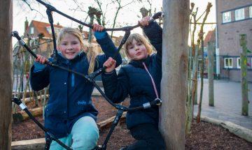 In de netten klimmen bij buitenschoolse opvang - Up Kinderopvang aan Caspar Fagelstraat in Delft