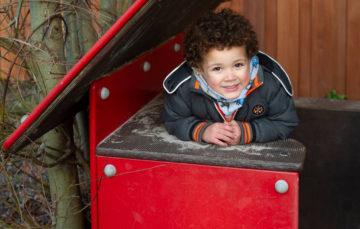 In het huisje schuilen bij kinderdagverblijf - Up Kinderopvang aan de P. van Vlietlaan in Rijswijk