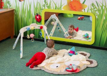 Interessante spiegels bij kinderdagverblijf - Up Kinderopvang aan Wethouder Fischerplantsoen in Den Haag Ypenburg