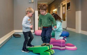 Klimmen en springen bij kinderdagverblijf - Up Kinderopvang aan de Esdoornstraat Rijswijk