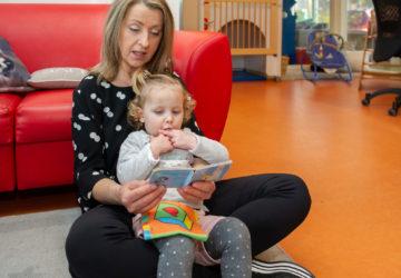 Laat je lekker voorlezen bij kinderdagverblijf - Up Kinderopvang aan de Daniël Catterwijckstraat in Rijswijk