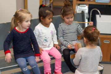 Lekker tussendoortje bij peuteropvang - Up Kinderopvang aan de P.C. Boutenslaan in Rijswijk