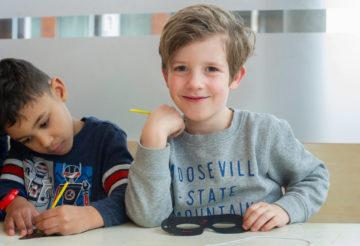 Maskers maken bij buitenschoolse opvang - Up Kinderopvang aan Laan van Hoornwijck In den Haag Ypenburg