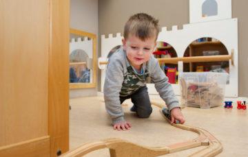 Nieuwe treinbaan in aanbouw bij kinderdagverblijf - Up Kinderopvang aan de Labouchèrelaan in Rijswijk