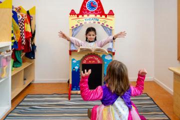 Poppenkast en toneel bij buitenschoolse opvang - Up Kinderopvang aan de Willem van Rijswijckstraat in Rijswijk