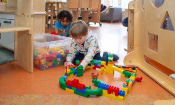 Samen huizen bouwen bij kinderdagverblijf - Up Kinderopvang aan de Daniël Catterwijckstraat in Rijswijk