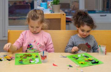Samen kunst maken bij kinderdagverblijf - Up Kinderopvang aan de Labouchèrelaan in Rijswijk