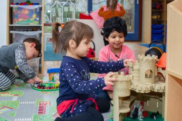 Samen spookjes bedenken bij kinderdagverblijf - Up Kinderopvang aan Wethouder Fischerplantsoen in Den Haag Ypenburg