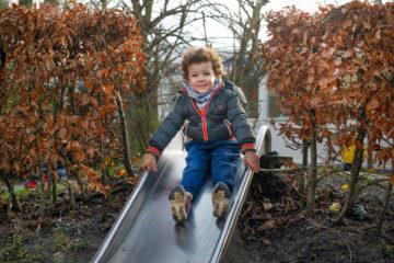 Supersnel van de glijbaan bij kinderdagverblijf - Up Kinderopvang aan de P. van Vlietlaan in Rijswijk