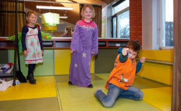 Toneeltoppers bij buitenschoolse opvang - Up Kinderopvang aan de Steenuillaan in Den Haag Ypenburg