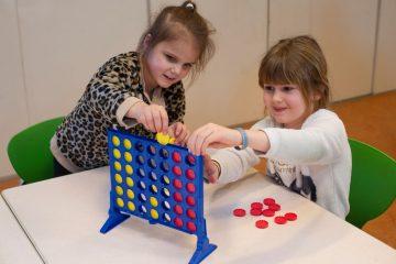 Vier op een rij bij buitenschoolse opvang - Up Kinderopvang aan Caspar Fagelstraat in Delft