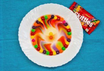 Up Kinderopvang proefjes dansende kleuren op-je-bord